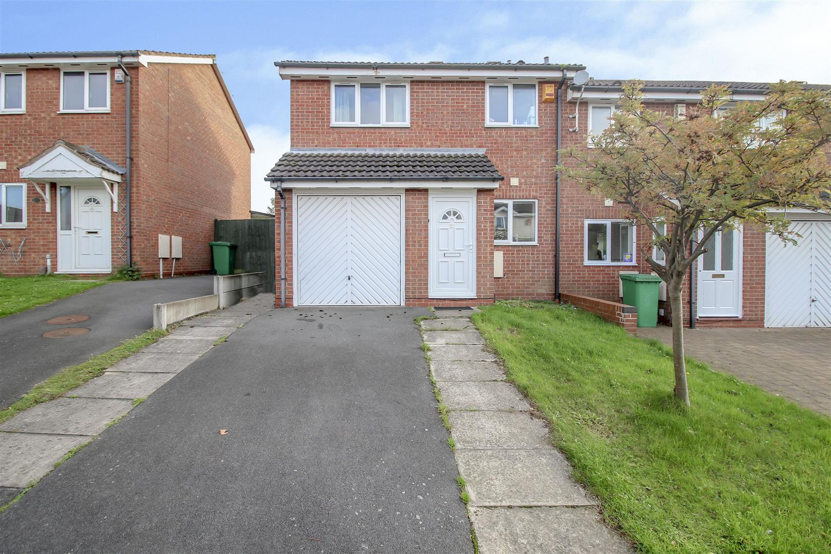 3 Bedrooms End Of Terrace House for sale in Heron Drive, Lenton, Nottingham